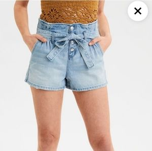 NWT AEO Paper bag mom shorts in light wash